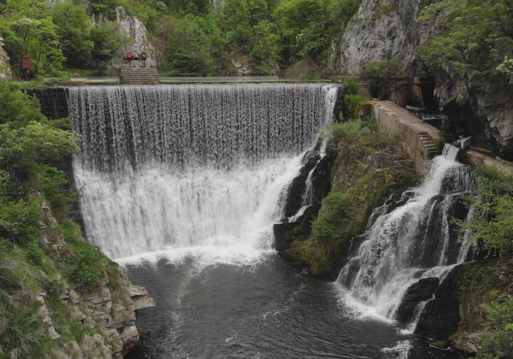vodopad.jpg - 234,18 kB
